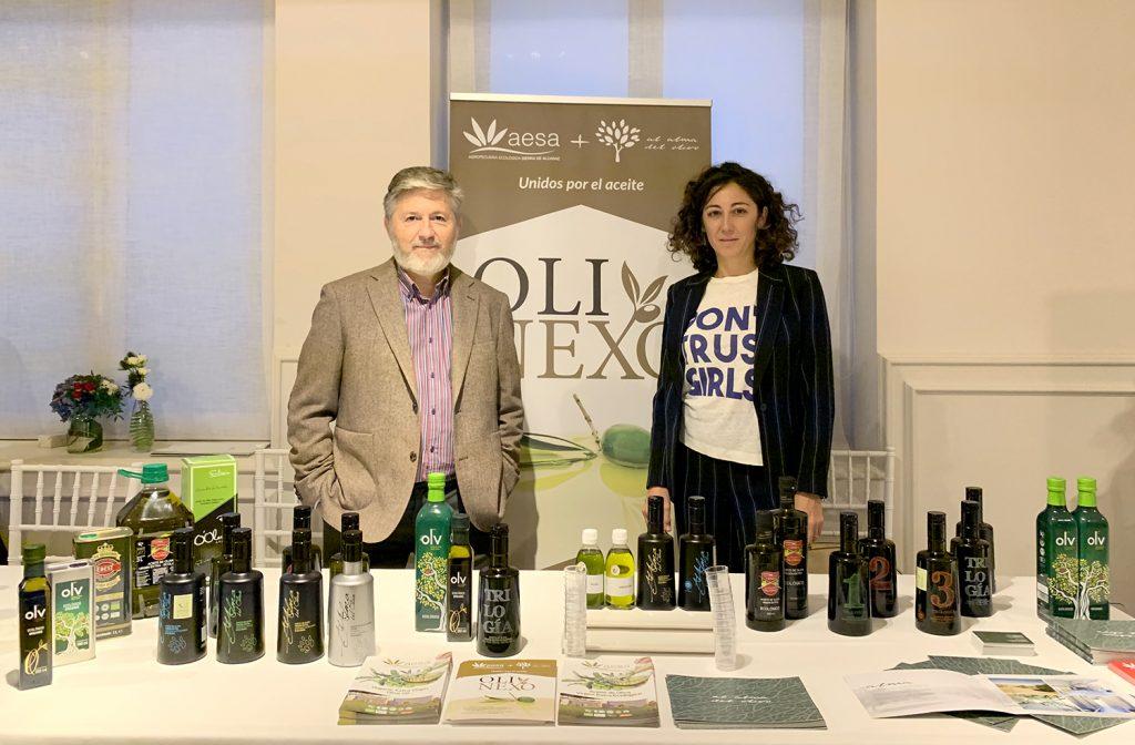 En la imagen de izquierda a derecha: Javier Márquez (Gerente de la Agropecuaria Ecológica sierra de Alcaraz) y Clara Madrid (Gerente de Al Alma del Olivo)